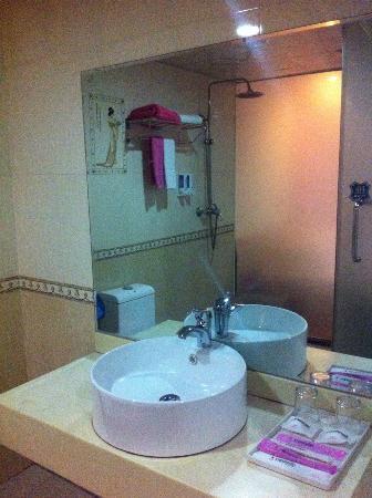Booz 1978 Fashion Hotel Quanzhou Jiuyi: 浴室