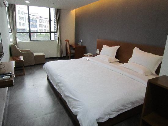 Sanjing Express Hotel : 2.4米超级商务大床房