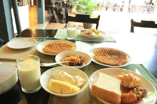 Hotel Sigiriya : 华夫饼可以现场让服务员烤制,免费的