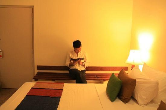 Hotel Sigiriya: 客房的一角,整体显得很舒适