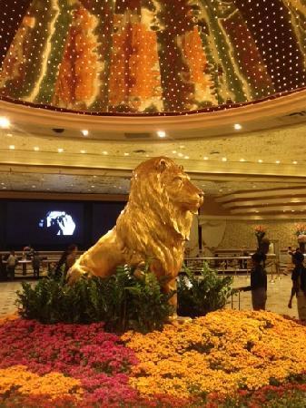 MGM Grand Hotel and Casino: 狮头好震撼!
