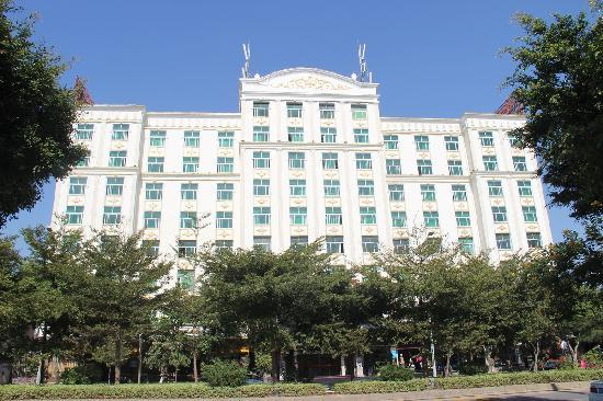 Baoshan Business Hotel