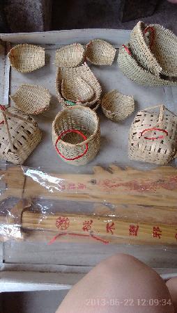 Yangmei Ancient Town: 扬美古镇那里卖的手工的竹篓
