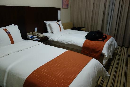 Holiday Inn Express Shenzhen Luohu: room