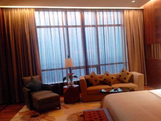 HJ International Hotel: Spacious room
