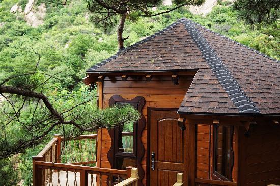 Yunfeng Treehouse: 梦幻岛童话树屋