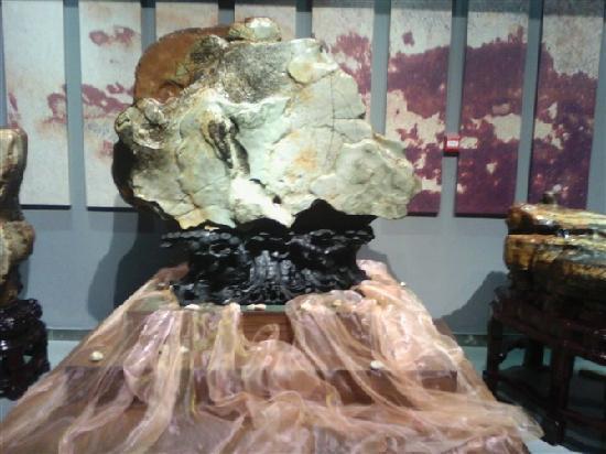 Liuzhou Qishi City : 奇形怪状的石头