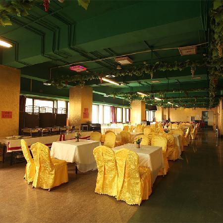 Hadele Hotel : 餐厅全景
