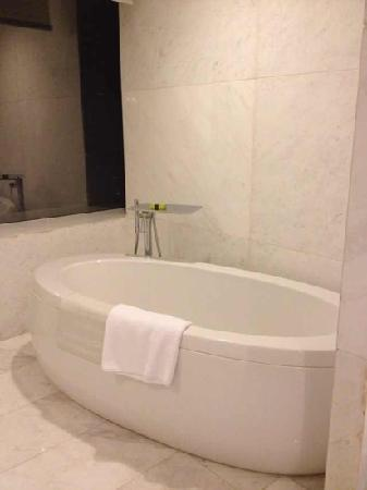 InterContinental Hotel Dalian: 可爱的浴缸