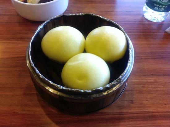 Jin Ding Xuan(DiTan): 奶黄包