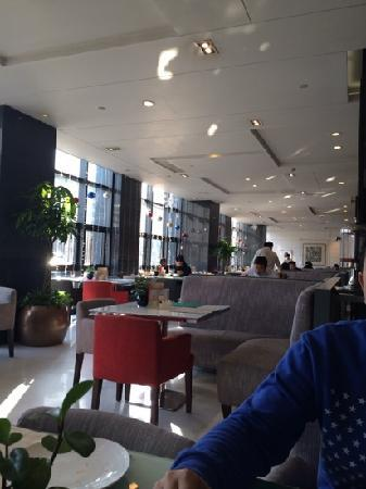 Holiday Inn Beijing Deshengmen : 一楼早餐