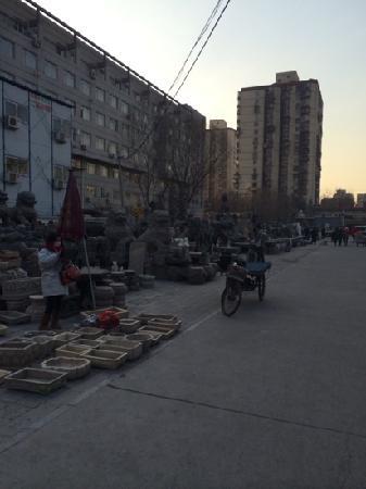 Panjiayuan Antique Market: 卖大石头的地方