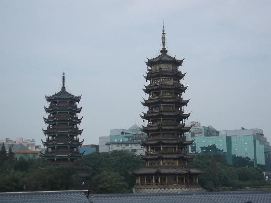 Guilin Two Rivers and Four Lakes Resort: 日月双塔
