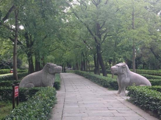 Xiaoling Tomb of Ming Dynasty: 神道