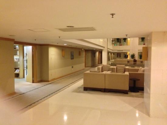 Hotel Kapok Shenzhen : 五楼图书馆门口