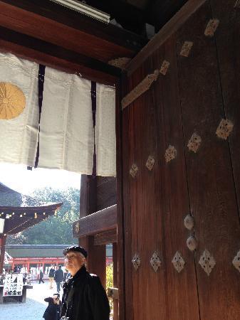 Shimogamo Jinja: 神社的木门