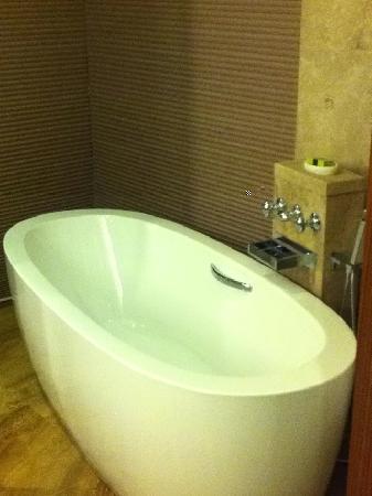 Sheraton Fuzhou Hotel: 很舒服的浴缸