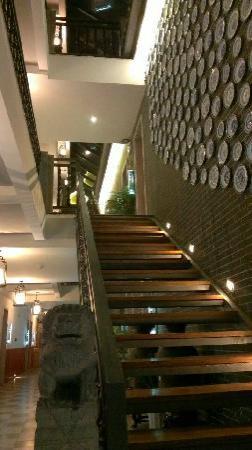 Yangshuo West Street Residence: 很有设计感的楼梯