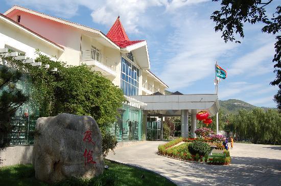 Mangshan Tourism & Holiday Hotel: 度假村综合楼全景