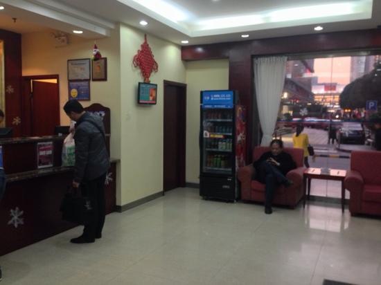 Hanting Express Shenzhen Wanxiang City : 前台