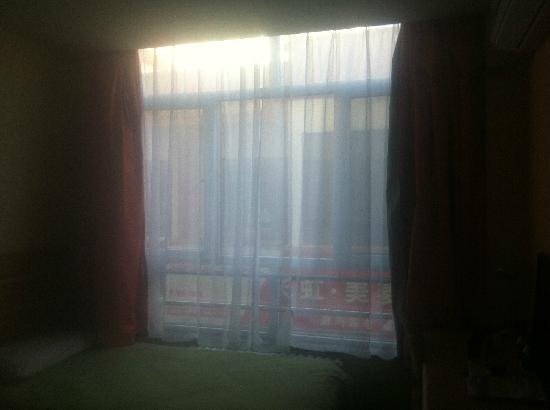Home Inn Jiuquan Xiwenhua Street Changxing Electric Appliance Market: 窗外