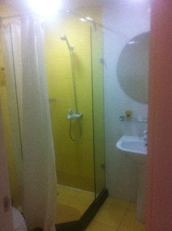 Home Inn Jiuquan Xiwenhua Street Changxing Electric Appliance Market: 浴室