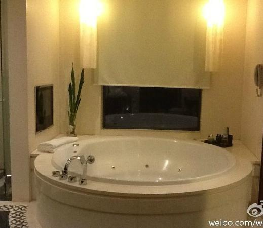 Sofitel Macau At Ponte 16: 套房浴室