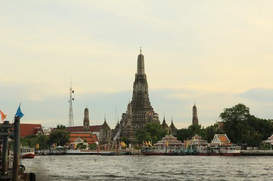 Wat Arun (Tempel der Morgenröte): 河边郑王庙日落
