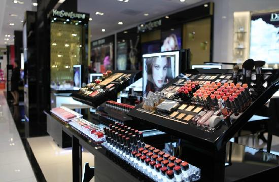 Central Chidlom: 一楼化妆品