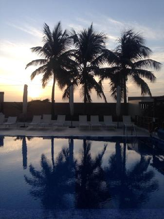 Ibis Dakar : 泳池日出