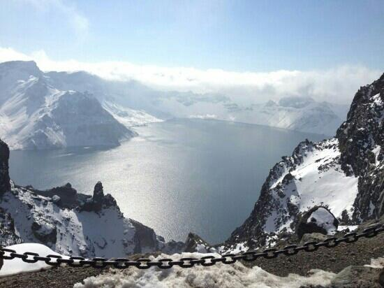 Changbaishan Tianchi: 雪中的长白山,俯瞰天池如同梦境