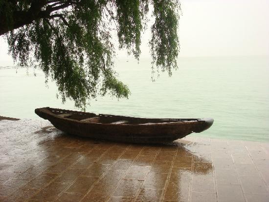 Dian Lake (Dian Chi): 1