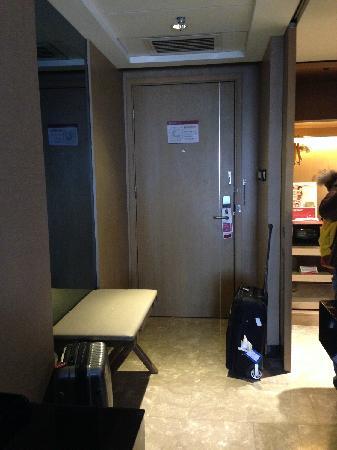 Ramada Xian Bell Tower Hotel: doorway