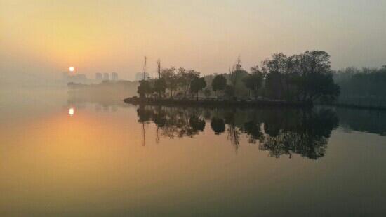 Jiaxing South Lake: 嘉兴南湖