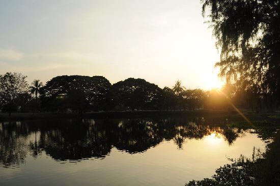 Phra Si Ratana Temple: 很美的夕阳