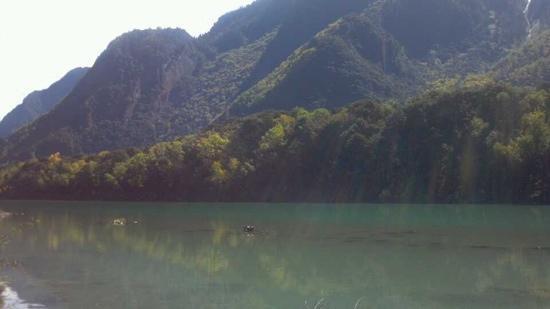 Basongcuo Lake Tourist Area: 湖水的层次