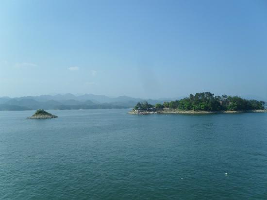 Thousand Island Lake (Qiandao Hu): 千岛湖