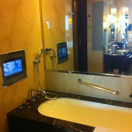Shangri-La Hotel Chengdu: 浴室