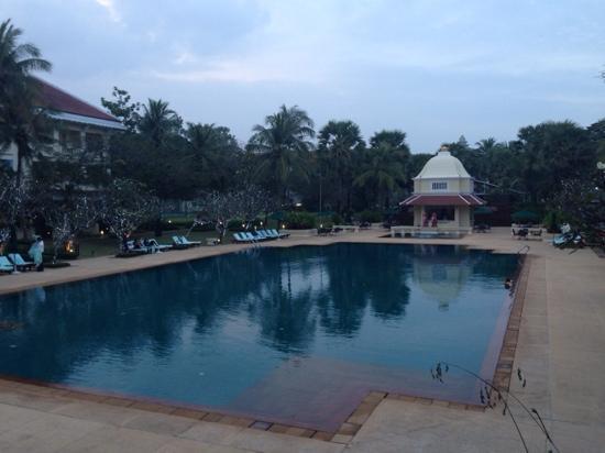 Raffles Grand Hotel d'Angkor: 大泳池