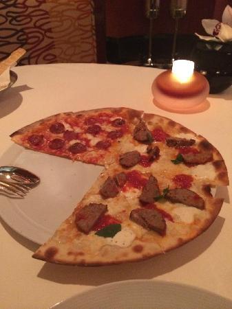 Ristorante Il Teatro: 牛肉丸和鸡肉双拼pizza