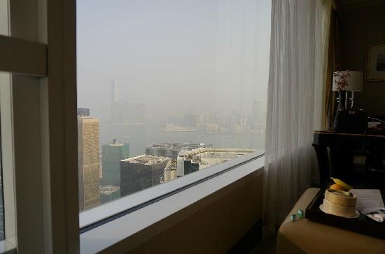 Conrad Hong Kong: 右边看出去是海,左边看出去是山