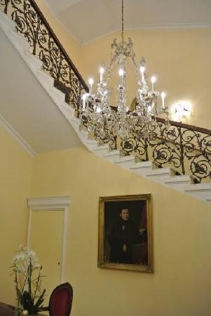 Hotel de France: 有特色的酒店内老式楼梯