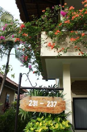 Aneka Lovina Beach Hotel: Angela lovina 院内一景
