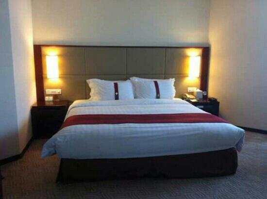 Holiday Inn Bangkok Silom : 床