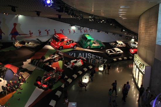 Mercedes-Benz Museum: 梅塞德斯奔驰博物馆