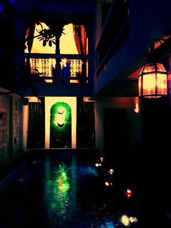 At Niman Conceptual Home: 夜景