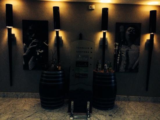 Farah Casablanca : 酒店二层酒吧入口