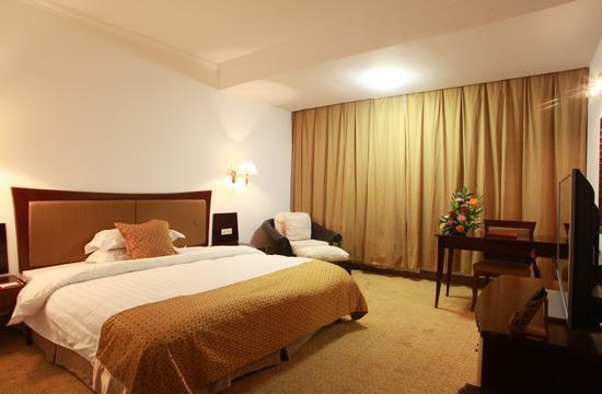 Baodao Conference & Exhibition Center Hotel : 套房卧室