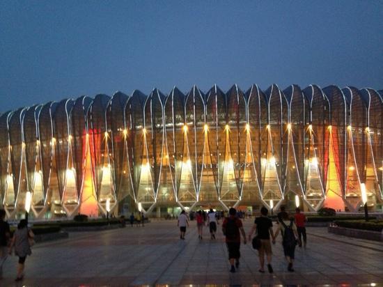 Olympic Sports Center of Jinan: 灯火辉煌的济南奥体中心