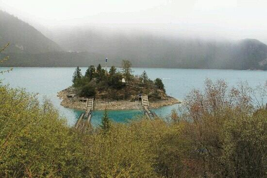 Basongcuo Lake Tourist Area: 巴松措